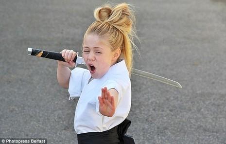 Cô bé 9 tuổi múa kiếm gây sốt ở cuộc thi tìm kiếm tài năng - ảnh 4