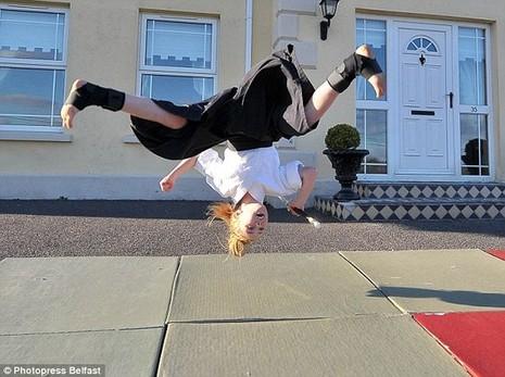 Cô bé 9 tuổi múa kiếm gây sốt ở cuộc thi tìm kiếm tài năng - ảnh 7