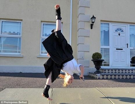 Cô bé 9 tuổi múa kiếm gây sốt ở cuộc thi tìm kiếm tài năng - ảnh 8