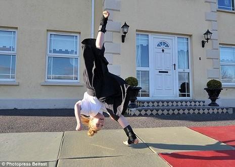 Cô bé 9 tuổi múa kiếm gây sốt ở cuộc thi tìm kiếm tài năng - ảnh 9