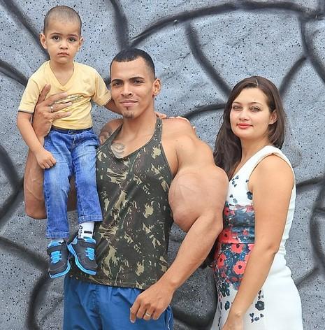 Vận động viên thể hình liều mạng để có cơ bắp giống Hulk - ảnh 2