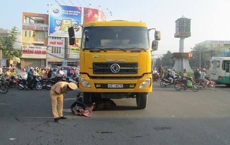 Xe ben tông xe máy, một người tử vong - ảnh 3