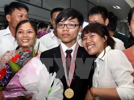 Việt Nam giành được hai huy chương vàng Olympic vật lí châu Á - ảnh 1
