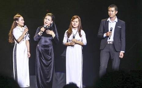 """Liveshow Khánh Ly: """"Gọi tên bốn mùa"""" trọn vẹn với khán giả - ảnh 3"""