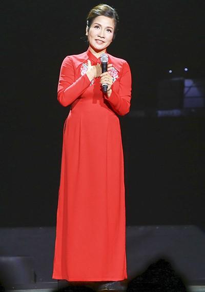 """Liveshow Khánh Ly: """"Gọi tên bốn mùa"""" trọn vẹn với khán giả - ảnh 7"""