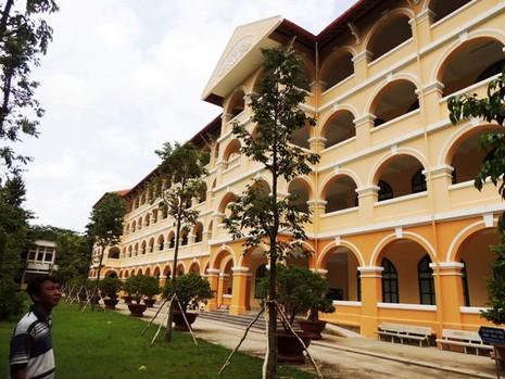 Ngôi trường cổ nhất miền Tây đang được… hiện đại hóa - ảnh 3