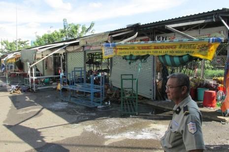 Cháy chợ Nông sản Thủ Đức, 6 ki ốt bị hư hỏng nặng - ảnh 2