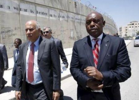 Bạn thân Nelson Mandela tranh cử chủ tịch FIFA - ảnh 1