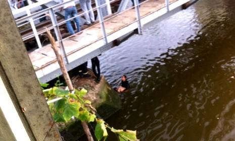 Thách nhau bơi qua kênh Nhiêu Lộc-Thị Nghè, 1 người chết - ảnh 1