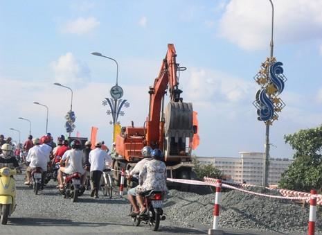 Cần Thơ: Chính thức cấm ô tô qua cầu Quang Trung - ảnh 1