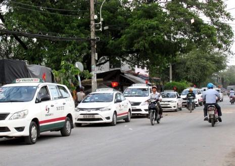 Nhiều hãng taxi đồng loạt giảm giá cước - ảnh 1