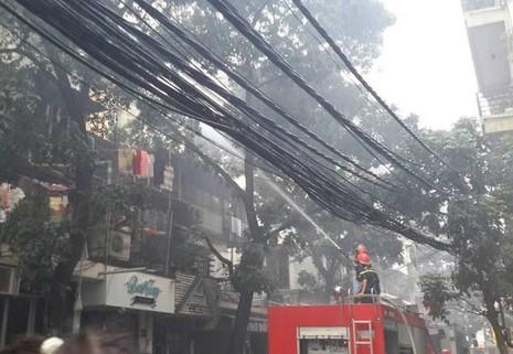 Sau tiếng nổ, cháy lớn ở một khu nhà tập thể - ảnh 2