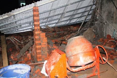 Sập nhà ở Bình Chánh, 11 người nhập viện, một người tử vong - ảnh 3