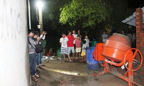 Sập nhà ở Bình Chánh, 11 người nhập viện, một người tử vong - ảnh 4