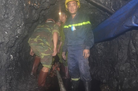 Tìm thấy thi thể một nạn nhân trong vụ sập hầm than ở Hòa Bình - ảnh 2