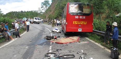 Thương tâm: Cả gia đình thiệt mạng vì xe tải mất lái - ảnh 1