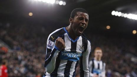 Clip Newcastle đá bại Liverpool 2-0 - ảnh 1