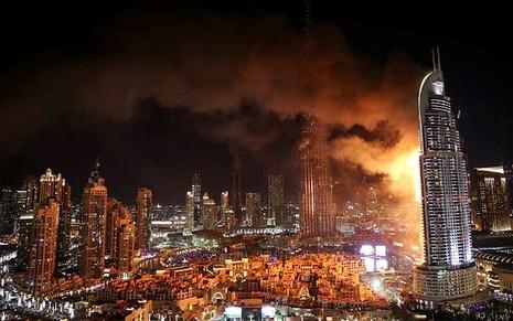 Siêu khách sạn Dubai chìm trong biển lửa đêm giao thừa - ảnh 3