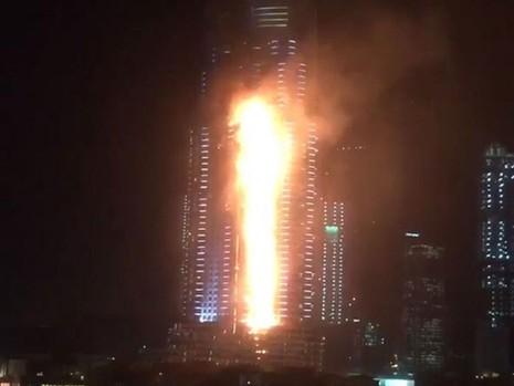 Siêu khách sạn Dubai chìm trong biển lửa đêm giao thừa - ảnh 1