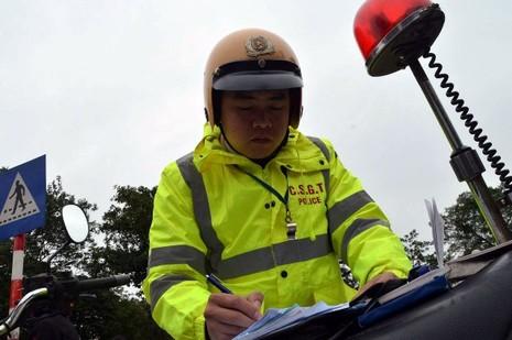 Hà Nội xử phạt người đi bộ vi phạm luật giao thông - ảnh 3