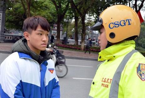 Hà Nội xử phạt người đi bộ vi phạm luật giao thông - ảnh 6