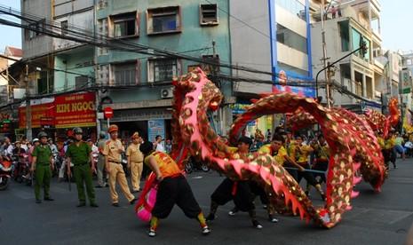 Rộn ràng lễ hội đường phố tết Nguyên tiêu ở Chợ Lớn Sài Gòn - ảnh 4