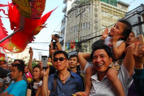 Rộn ràng lễ hội đường phố tết Nguyên tiêu ở Chợ Lớn Sài Gòn - ảnh 8