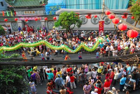 Rộn ràng lễ hội đường phố tết Nguyên tiêu ở Chợ Lớn Sài Gòn - ảnh 7