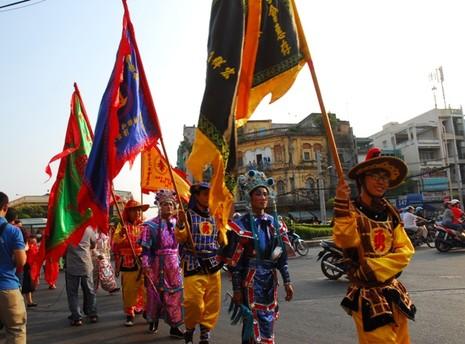 Rộn ràng lễ hội đường phố tết Nguyên tiêu ở Chợ Lớn Sài Gòn - ảnh 10