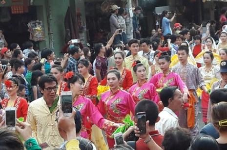 Rộn ràng lễ hội đường phố tết Nguyên tiêu ở Chợ Lớn Sài Gòn - ảnh 2