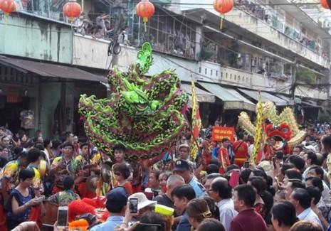 Rộn ràng lễ hội đường phố tết Nguyên tiêu ở Chợ Lớn Sài Gòn - ảnh 15