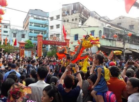 Rộn ràng lễ hội đường phố tết Nguyên tiêu ở Chợ Lớn Sài Gòn - ảnh 16