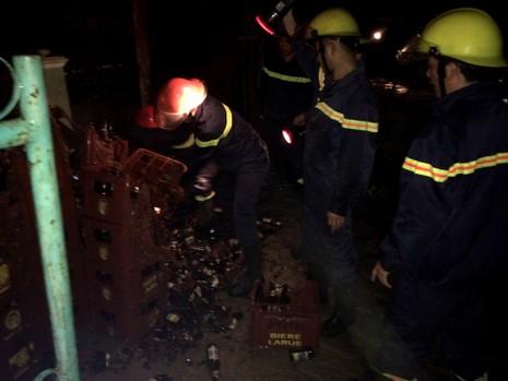 Nổ bình gas gây cháy nhà, hai người bỏng nặng - ảnh 1