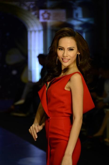 Trương Thị May, Kim Tuyến khoe sắc trong đêm diễn thời trang - ảnh 2
