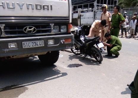 Một thiếu úy công an tử nạn khi va chạm với xe tải - ảnh 1