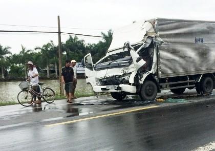 Hai xe tải tông nhau, 1 tài xế tử vong trong cabin - ảnh 1