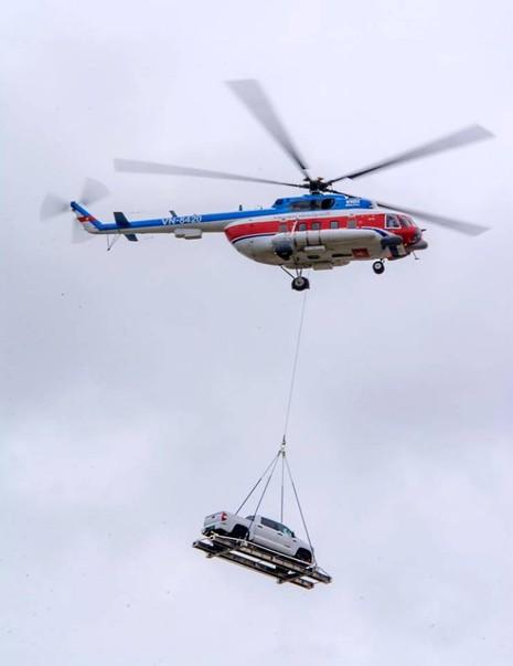 Chùm ảnh:Trực thăng cẩu ô tô bay trên bầu trời Vũng Tàu - ảnh 5