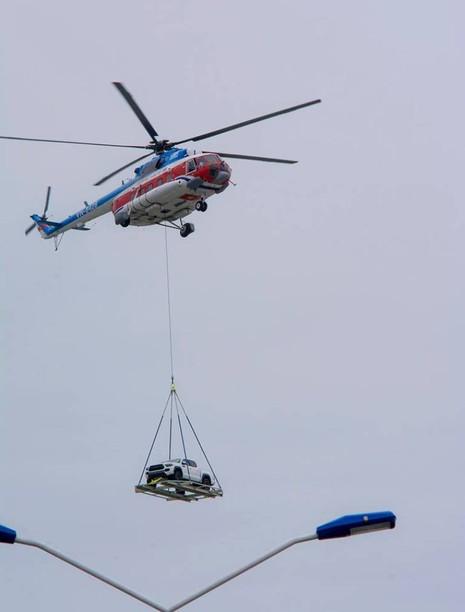 Chùm ảnh:Trực thăng cẩu ô tô bay trên bầu trời Vũng Tàu - ảnh 7
