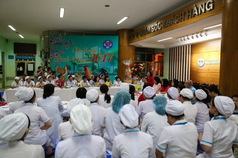 TP.HCM chào đón công dân nhí đầu tiên của năm Đinh Dậu - ảnh 2