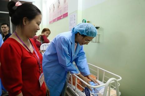 TP.HCM chào đón công dân nhí đầu tiên của năm Đinh Dậu - ảnh 9