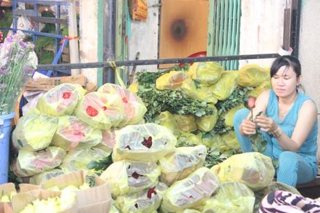 Trước ngày 8-3, chợ hoa Hồ Thị Kỷ có gì hấp dẫn? - ảnh 5