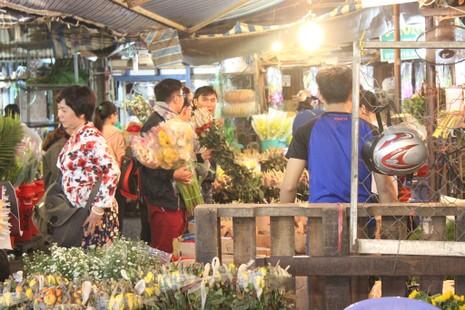 Trước ngày 8-3, chợ hoa Hồ Thị Kỷ có gì hấp dẫn? - ảnh 8