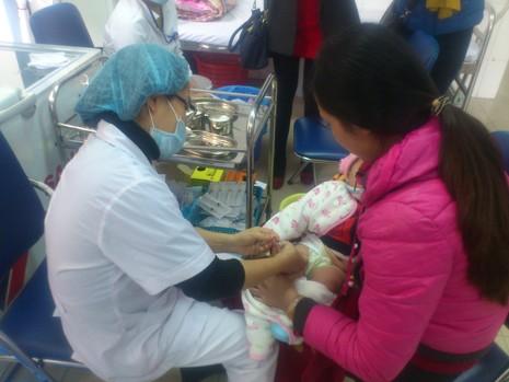 Vaccine dịch vụ tiếp tục khan hiếm đến hết năm 2016 - ảnh 1