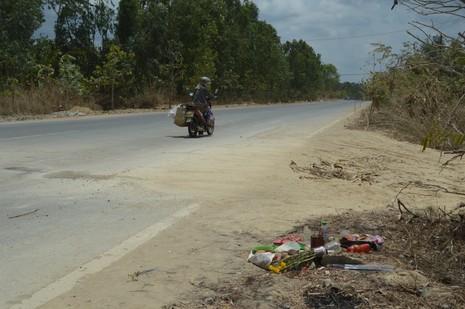 Điều tra vụ xe chở đất va quẹt xe máy, 2 người tử vong - ảnh 1