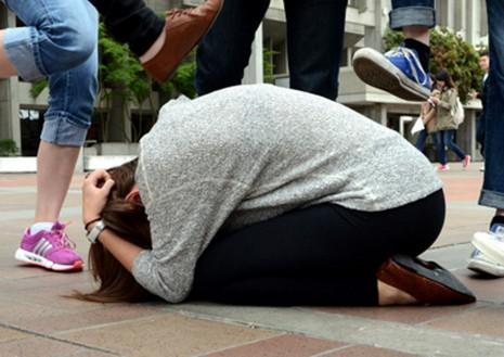 Cấm học sinh, sinh viên phát tán clip bạo lực lên mạng - ảnh 1