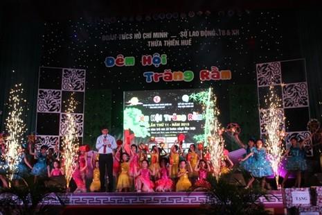 Trung thu đến với 1.000 em nhỏ mồ côi, khó khăn ở Thừa Thiên - Huế - ảnh 1
