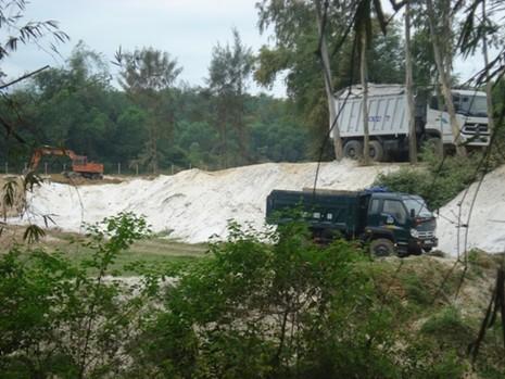 'Tuýt còi' đơn vị khai thác cát trắng vượt thẩm quyền - ảnh 1