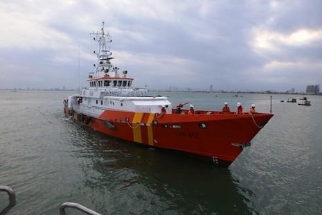 Đà Nẵng: Chìm tàu, 10 người thoát chết - ảnh 1