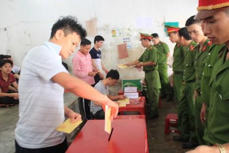 Đà Nẵng: Đưa phiếu bầu đến từng buồng giam  - ảnh 2
