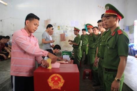 Đà Nẵng: Đưa phiếu bầu đến từng buồng giam  - ảnh 4